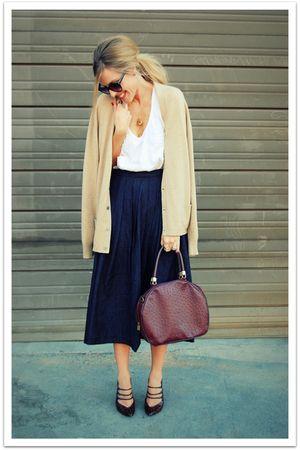beige vintage cardigan - white Quiksilver Women t-shirt - black vintage skirt -