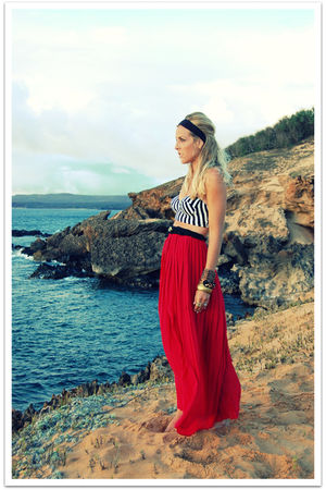 red pleated maxi vintage skirt - black braided vintage belt - black vintage top