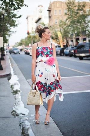pink Nine West sandals - white vintage dress - hot pink bando belt