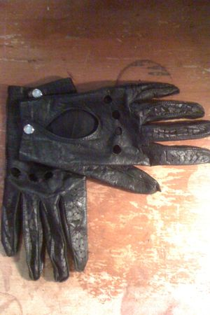 unknown brand gloves