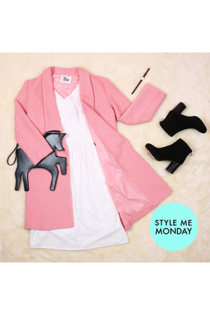 pink THE WHITEPEPPER coat - black THE WHITEPEPPER boots