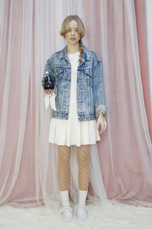 sky blue denimvintage THE WHITEPEPPER jacket - white Vans shoes