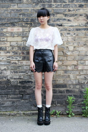 black THE WHITEPEPPER shorts