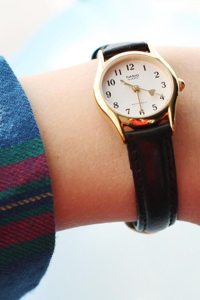dark brown leather watch THE WHITEPEPPER watch