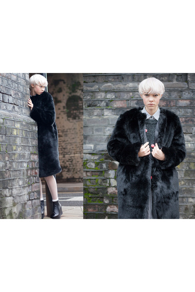 faux fur THE WHITEPEPPER coat - platform THE WHITEPEPPER boots