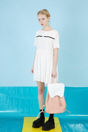 white THE WHITEPEPPER dress - light pink bunny backpack THE WHITEPEPPER bag