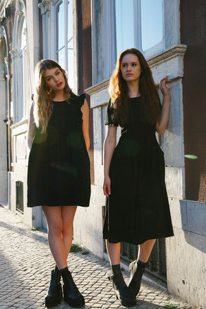 THE WHITEPEPPER boots - THE WHITEPEPPER dress - black midi THE WHITEPEPPER dress