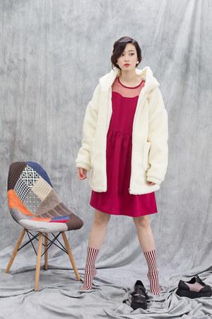 ivory THE WHITEPEPPER coat - red THE WHITEPEPPER dress