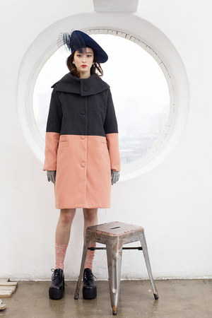 heather gray THE WHITEPEPPER coat - black THE WHITEPEPPER shoes