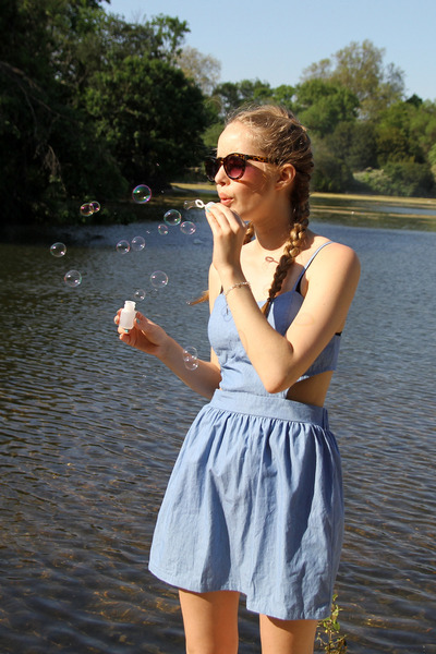 sky blue THE WHITEPEPPER dress - brown Urban Outfitters sunglasses