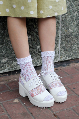 white lace-up THE WHITEPEPPER sandals
