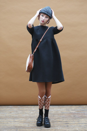 black THE WHITEPEPPER dress - gray THE WHITEPEPPER hat