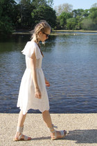 White-the-whitepper-dress
