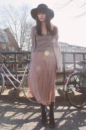 light pink Monki skirt - heather gray H&M cardigan - black vintage necklace