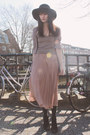 Light-pink-monki-skirt-heather-gray-h-m-cardigan-black-vintage-necklace