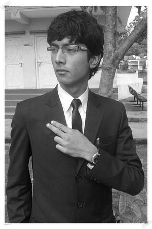 black shoes - white shirt - black custom suit - black skinny Vannotensa tie