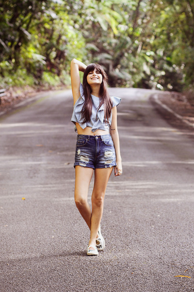 blue high-waisted PacSun shorts - blue ruffled Zara top