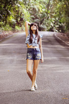 blue high-waisted PacSun shorts - blue ruffled Zara top