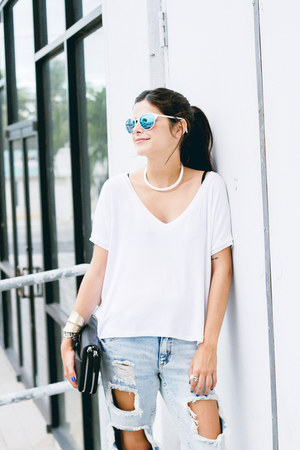 white quay sunglasses - light blue boyfriend jeans PacSun jeans