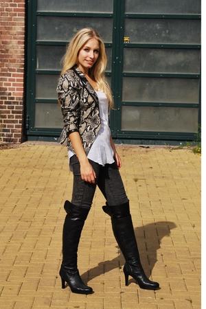 Zara t-shirt - Zara blazer - pieces jeans - boots