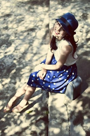 blue hat - blue skirt