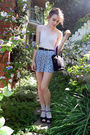 Beige-blouse-black-belt-blue-banana-republic-shorts-black-purse-beige-ta
