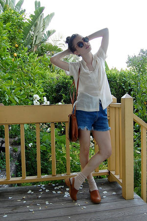 white vintage blouse - blue Levis shorts - brown vintage