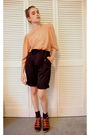 Brown-vintage-blouse-black-california-select-pants-brown-madewell-shoes