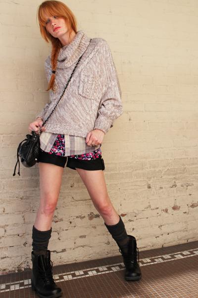 beige sweater - black boots - black purse - gray thursday island socks