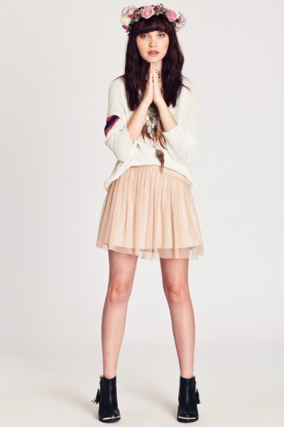 light pink laurie BB Dajota skirt - black boots - ivory sweater - tan necklace