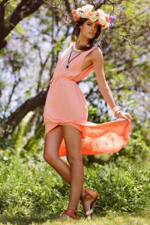 peach maxi threadsence dress - beige faux leather threadsence sandals