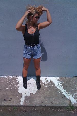t-shirt - Frye boots