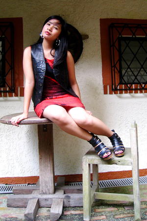 Cole Vintage dress - leather vest - People are People shoes