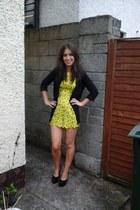 yellow scallop edging romper - black jacket - black new look heels