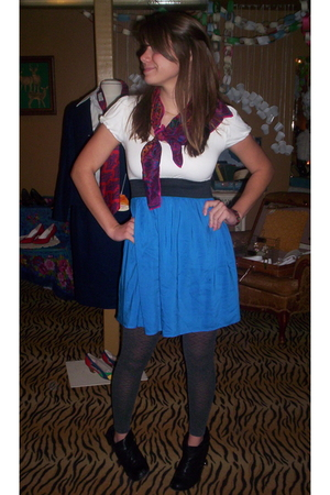 scarf - Forever 21 dress - gray leggings - Steve Madden boots