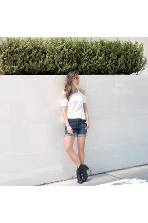 black pistol boots acne boots - navy denim shorts DSTLD shorts