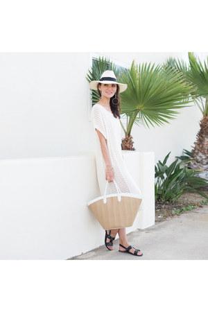 panama hat Hat Attack hat - knit dress KURT LYLE dress - beach bag Vasic bag