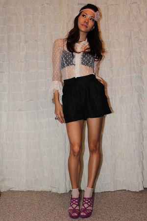 beige Bisou Bisou top - black Urban Outfitters shorts - beige Urban Outfitters s