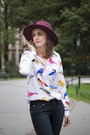 Navy-levis-jeans-crimson-promod-hat-white-mohito-shirt-gold-kiomi-heels