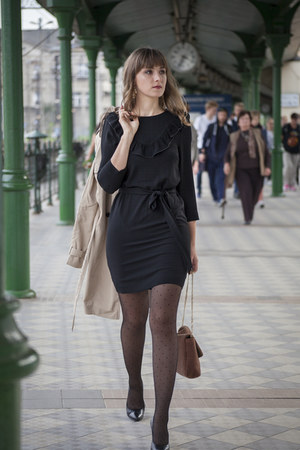black H&M dress - beige reserved coat - black Calzedonia tights