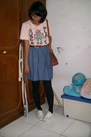 t-shirt - - belt - purse - tights - shoes
