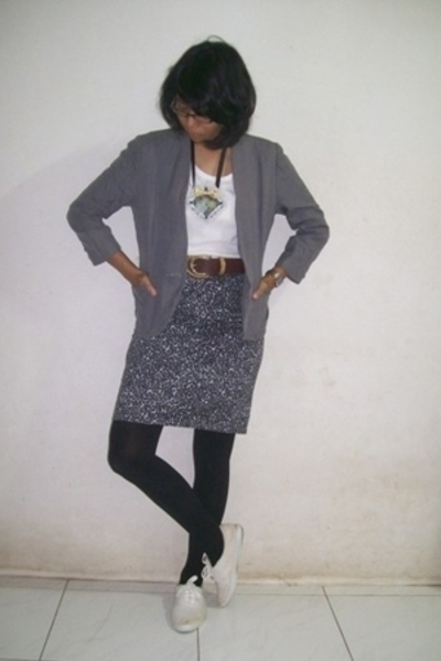 blazer - t-shirt - belt - - tights - shoes