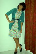 green cardigan - dress - blue belt - black shoes