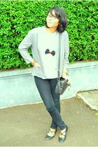 gray blazer - white t-shirt - necklace - black jeans - black shoes