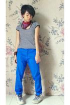 hot pink unbranded scarf - blue unbranded pants - black unbranded t-shirt