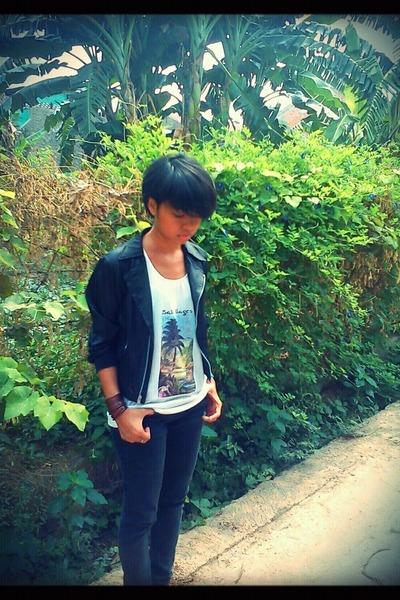 white Bali Separasi t-shirt - black unbranded jacket - black unbranded pants