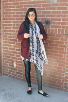 skull Lucki Clover scarf - burgundy Urban Outfitters sweater