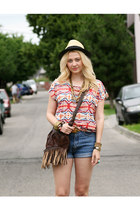 Gate bag - no brand boots - H&M hat - vintage shorts - New Yorker top
