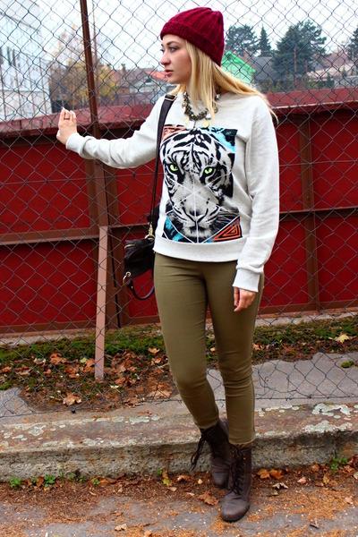 sweatshirt H&M sweater - Gate boots - beanie H&M accessories - Ebay necklace