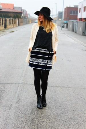 Promod skirt - Zara boots - Oasapcom cardigan